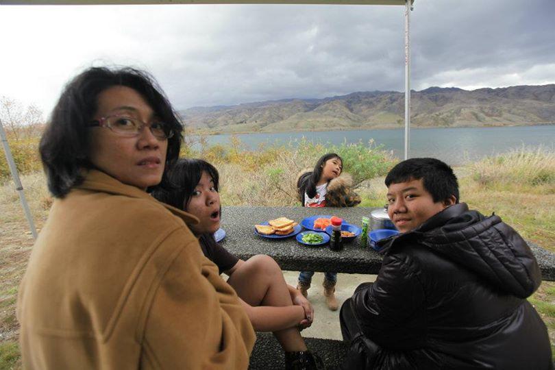 แวะทำอาหารกินข้างทะเลสาบในนิวซีแลนด์